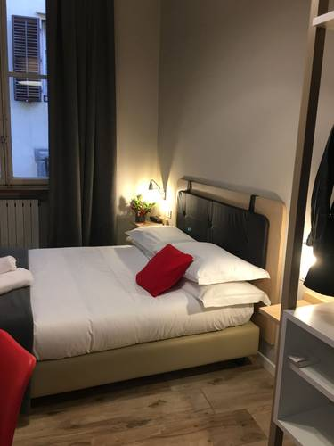 Single room with shared bathroom hotel centro florence
